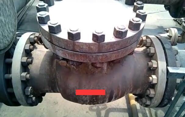 合成气出口单向阀阀瓣脱落现象